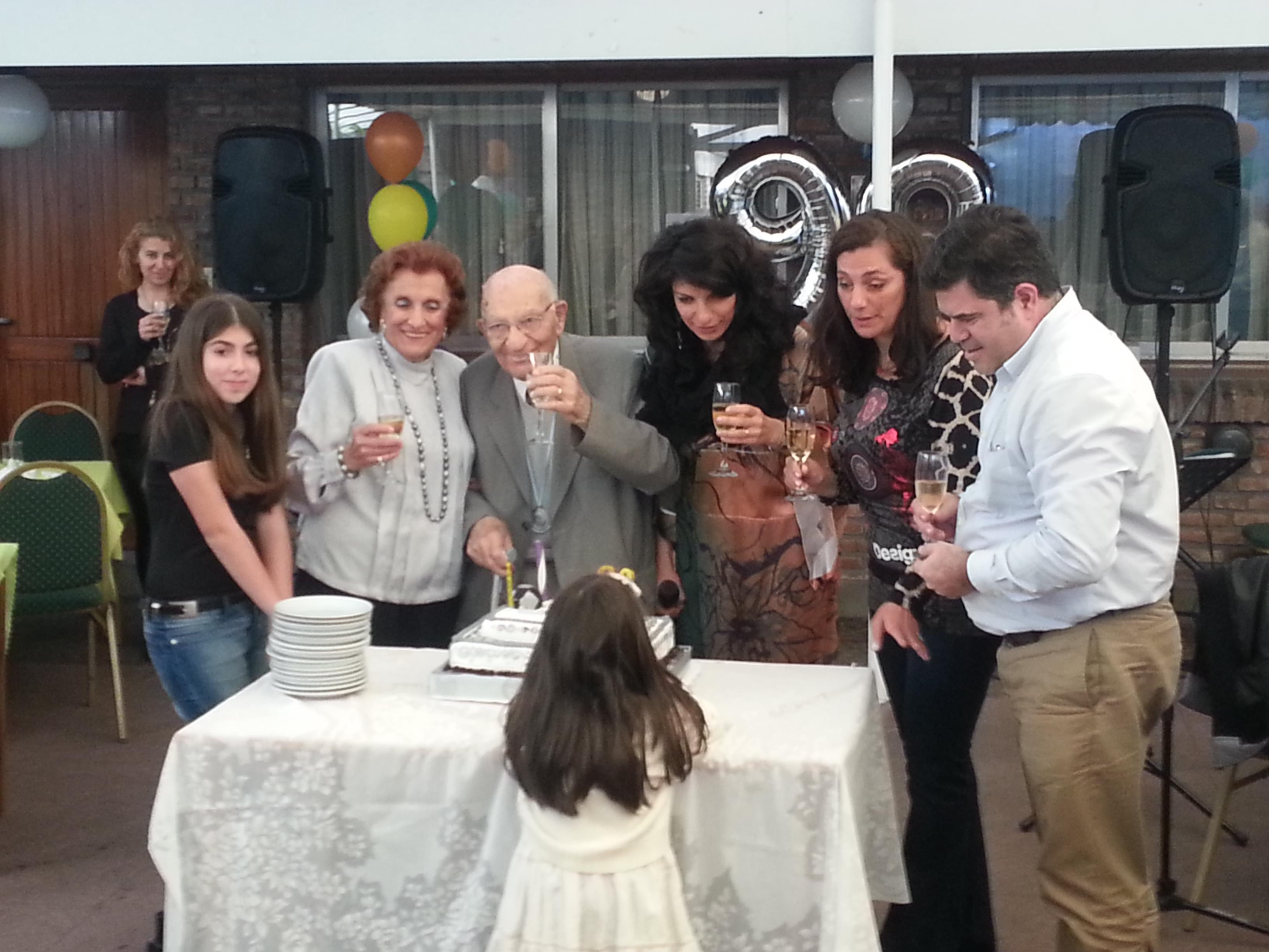 Cerca de que su vida se agotara, Minoián celebraba 90 años junto a sus afectos