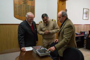 José María Dodds y Rodolfo Rocca, presidente y gerente general del Consorcio portuario, flanquean al jefe de Prefectura La Plata, José Díaz.
