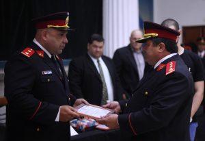 Roberto Scafati y Ricardo Burgos años atrás, durante un acto por el Día Nacional del Bombero Voluntario